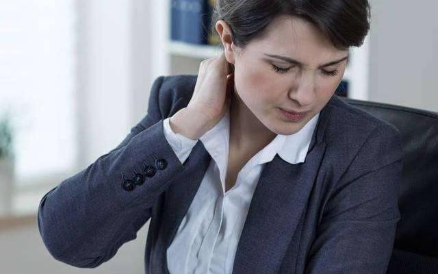 一弯腰就腰疼怎么回事?找到病因最关键!