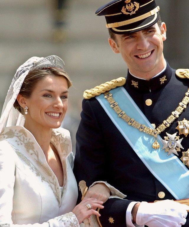 盘点西班牙王后Letizia佩戴过的美丽王冠,不比