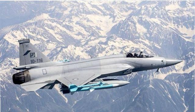巴基斯坦枭龙战机罕见满挂载状态实拍