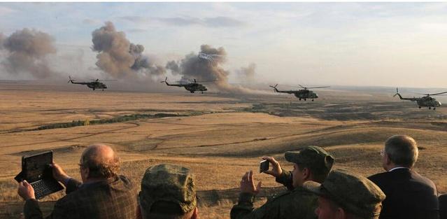 朝鲜军官罕见观摩俄军10万人演习