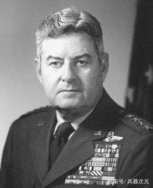 二战烧死50万日本人的美国将军,为何战后被日