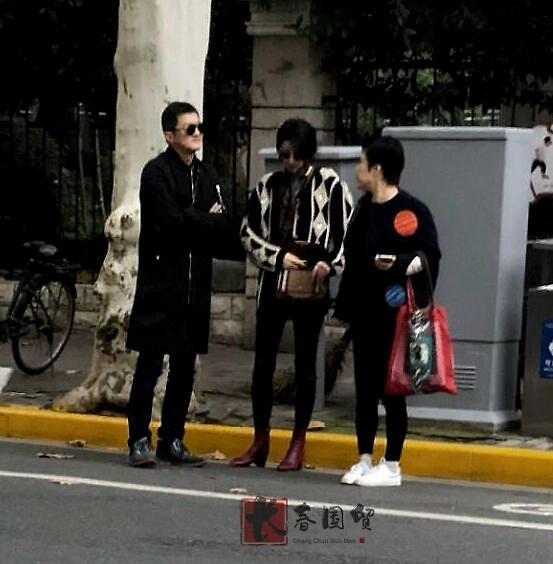 组图:李亚鹏32岁女友近照曝光_五官精致面容清秀有韵味