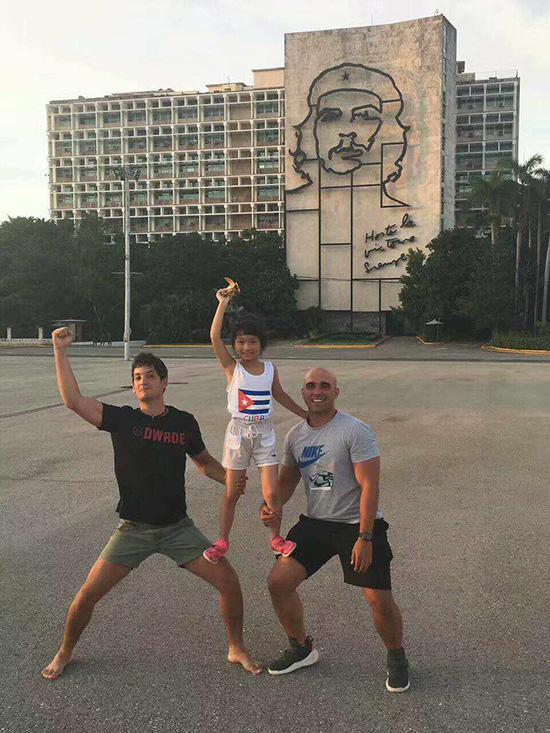 """古巴小心翼翼的個體經濟:民宿、""""黑導遊""""和路邊攤"""