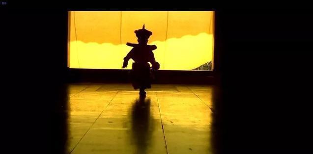 电影《末代皇帝》最后溥仪给小孩的蛐蛐罐爬出