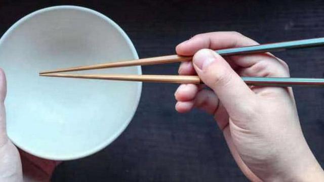 老外评论:中国人用筷子吃饭的缺点是什么?这些