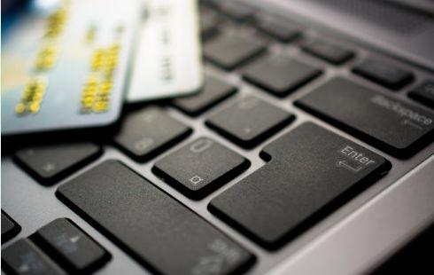 手里的钱越来越少了?可能是你没注意到,这些信用卡的收费坑!